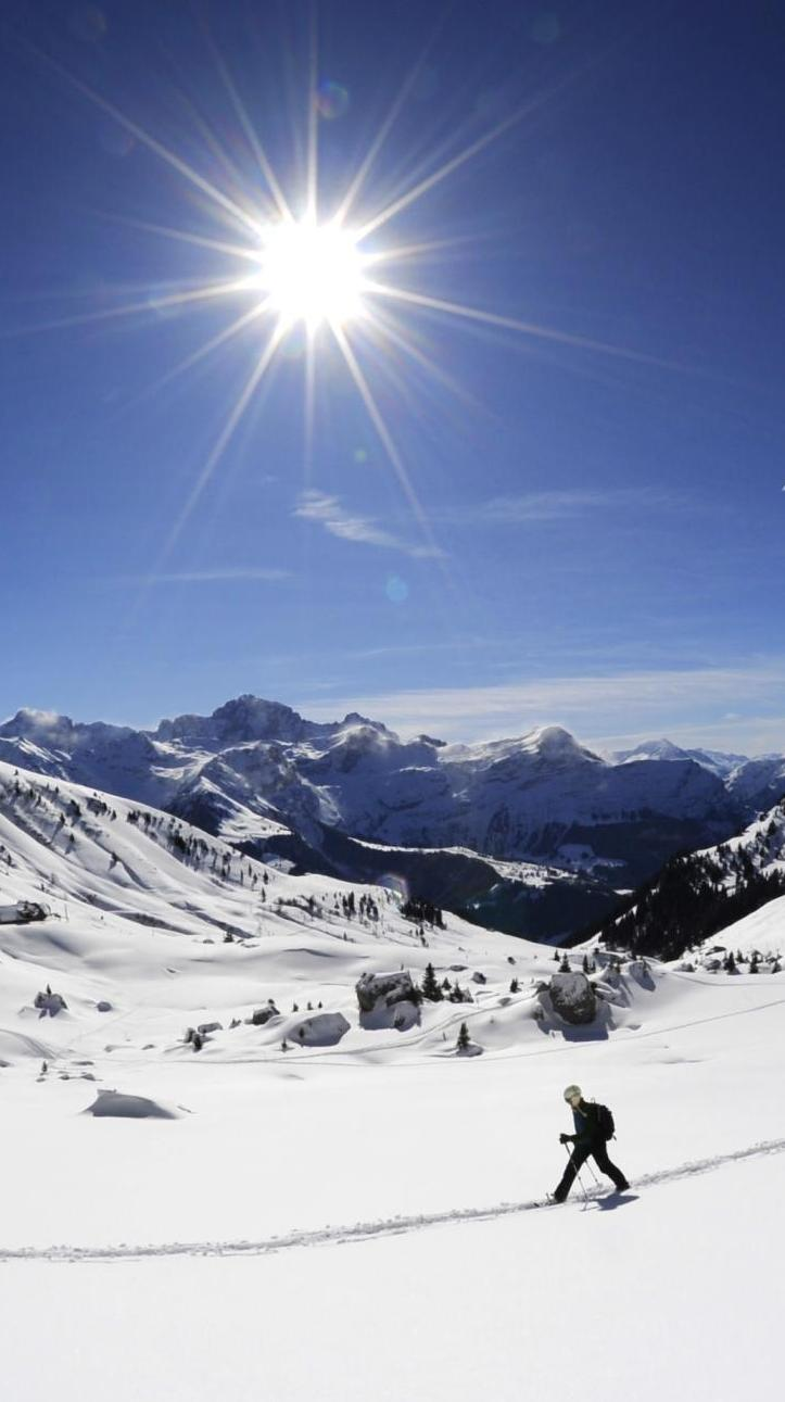 Schneeschuhlaufen / Foto: perretfoto.ch