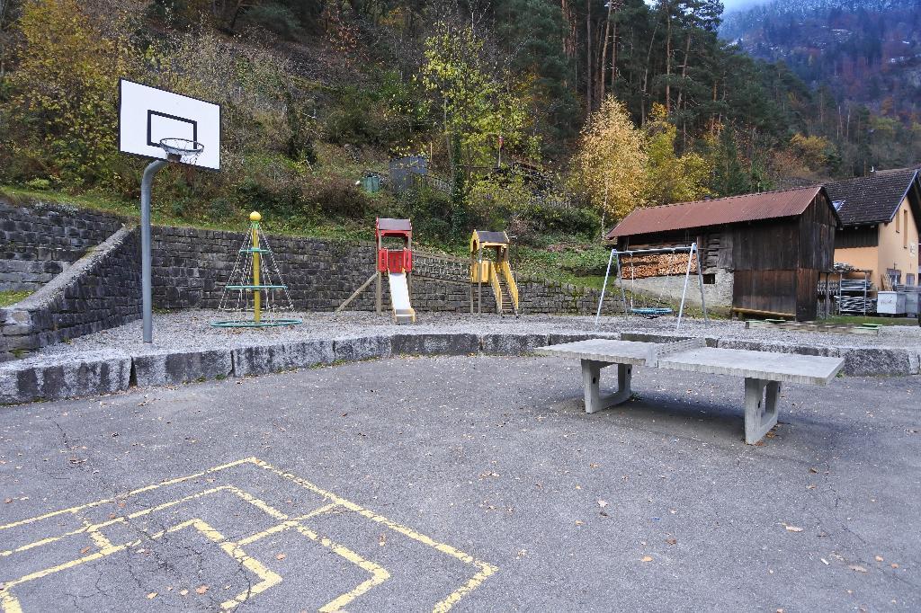 Spielplatz Amsteg beim Schulhaus