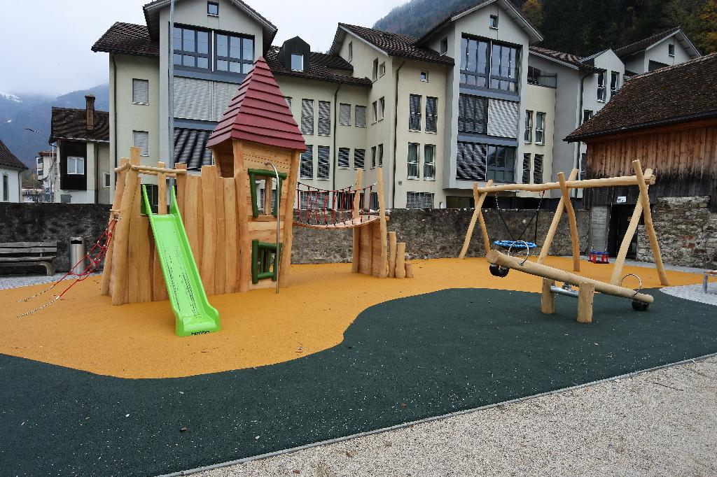 Spielplatz Flüelen Schloss Rudenz