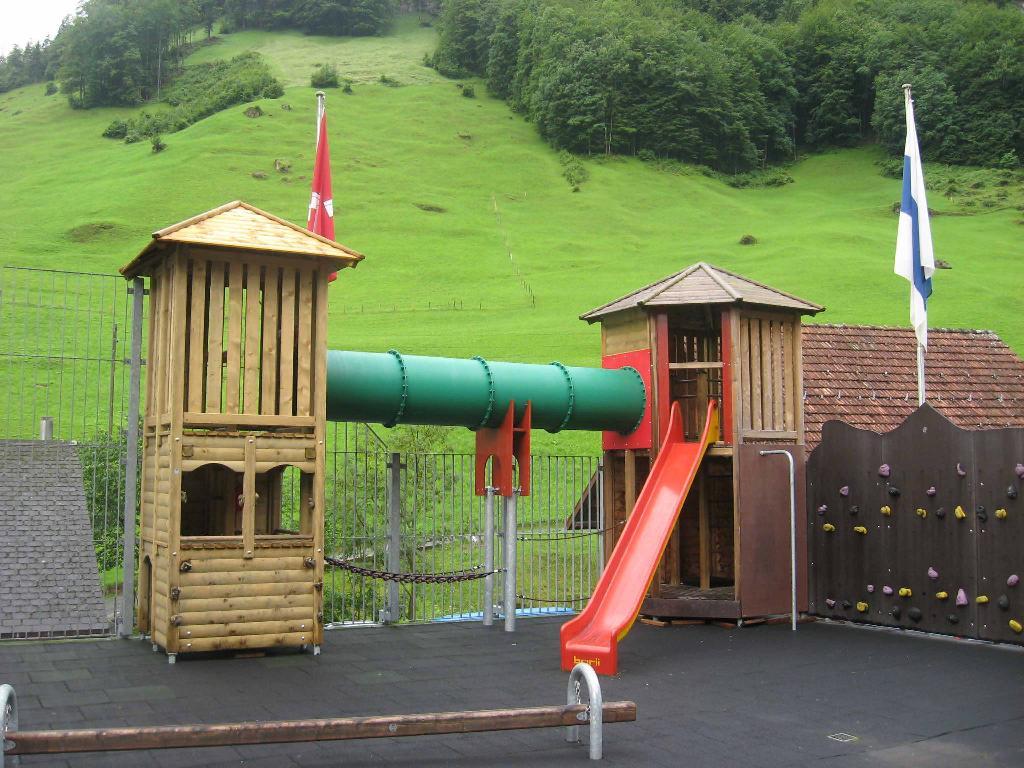 Spielplatz Isenthal Dorfschulhaus