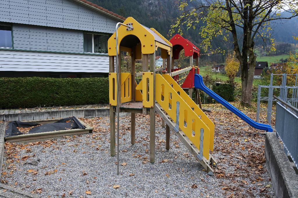 Spielplatz Silenen beim Schulhaus
